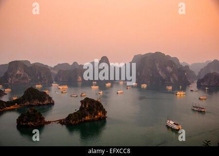 La baie d'Halong, Vietnam Banque D'Images