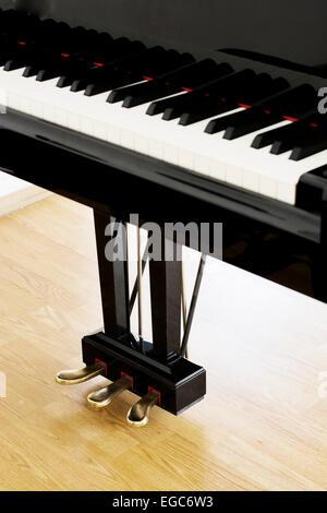 Les pédales du piano à partir d'une vue verticale à une salle de concert Banque D'Images