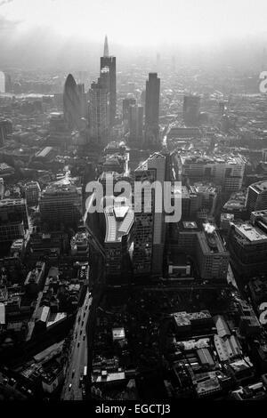 Photographie aérienne du centre ville de Londres montrant le Gherkin et le tesson Banque D'Images