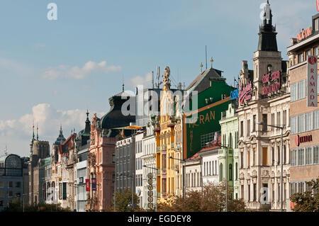 Maisons le long de la Place Venceslas, à Prague, République Tchèque, Europe Banque D'Images