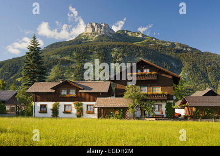 Maisons traditionnelles à Altaussee, Berg perdant, Styrie, Autriche Banque D'Images