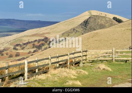 Avis de Mam Tor vers Hollins Cross, retour Tor et perdre Hill, Peak District, Derbyshire, Royaume-Uni Banque D'Images