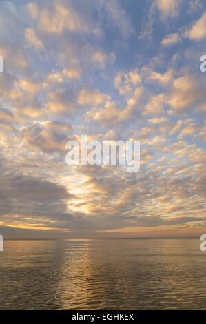 Coucher du soleil sur la mer Baltique, Darss, Poméranie occidentale Lagoon Salon National Park, Mecklembourg-Poméranie Banque D'Images