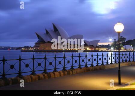 L'aube sur l'emblématique Opéra de Sydney, Sydney, Nouvelle-Galles du Sud, Australie. Banque D'Images