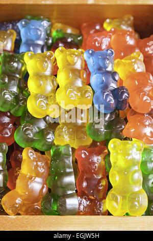 En forme d'ours gommeux faits maison, détail d'une sucrerie gommeuse colorés, de sucre et de gélatine