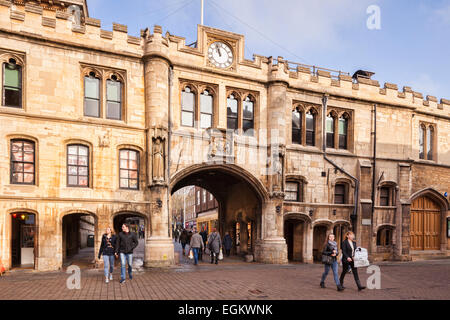 La Stonebow, et Lincoln Guildhall, Lincoln, Lincolnshire, Angleterre, Royaume-Uni. Banque D'Images