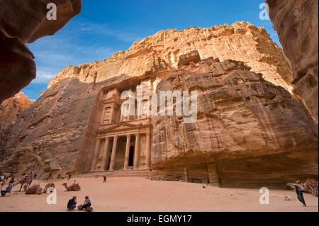 Le Conseil du Trésor est également appelé Al Khazna, c'est la plus célèbre et magnifique façade dans Petra Jordanie Banque D'Images