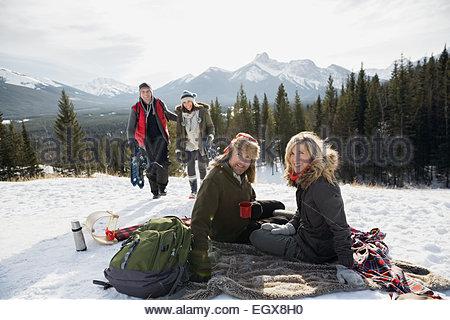 Couverture de neige avec vue sur la montagne Banque D'Images