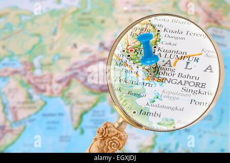 Carte Du Monde Kuala Lumpur.Tack Bleu Sur La Carte Du Monde Avec A La Loupe Dans Sur Kuala