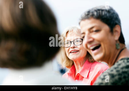Senior Woman talking with female friends outdoors Banque D'Images
