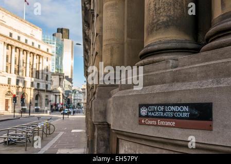 Ville de London Magistrates' Court est un palais de justice dans la ville de Londres. Un panneau indique à l'entrée Banque D'Images