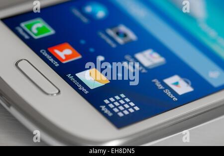 Des icônes sur l'écran du téléphone mobile Android Banque D'Images