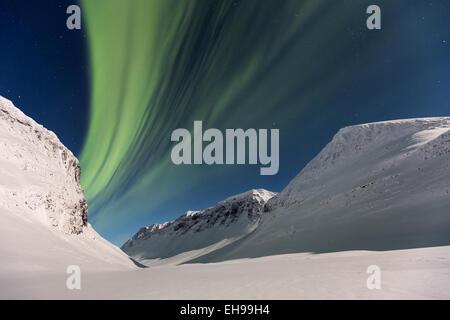 Le northern lights vu à Nallostugan, Kiruna, Suède, Europe, UNION EUROPÉENNE Banque D'Images