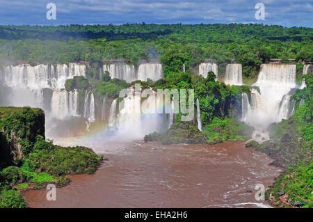 Chutes d'Iguaçu du côté du Brésil sur l'Argentine Banque D'Images