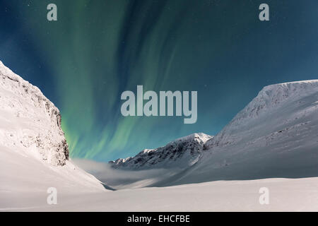 Northern Lights vu Nallostugan au refuge, zone de montagne Kebnekaise, Kiruna, Suède, Europe, UNION EUROPÉENNE Banque D'Images