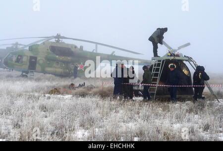 Le Kazakhstan. 12 mars, 2015. Une descente de la capsule Soyouz TMA-14M exerçant son équipage Expédition 41/42 membres Banque D'Images