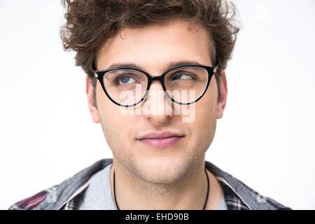 Closeup portrait d'un homme drôle avec les cheveux bouclés sur fond gris Banque D'Images