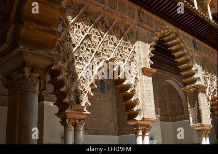 Apartment Doncellas Patio de las (Cour du Maidens) (1540-72) avec Arabesque en plâtre, Mudéjar Alazar de Séville, Banque D'Images