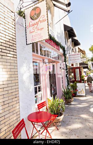 Le centre-ville historique de boutiques le long de Park Avenue, à Winter Park, en Floride. Banque D'Images
