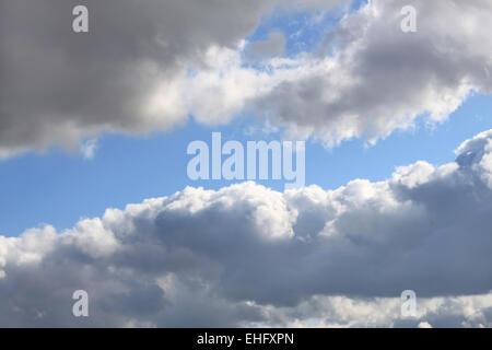 nuages gris Banque D'Images