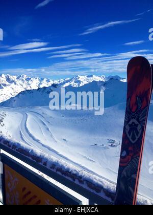Vue depuis le haut du Val Claret, Tignes funiculaire à travers les Alpes, France Banque D'Images