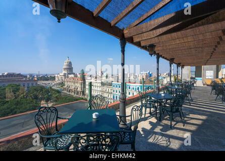 Cuba. Vue sur le Paseo del Prado, le Capitolio Nacional & Gran Teatro de toit de l'hôtel Parque Central, Habana Banque D'Images
