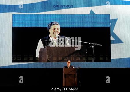 Daniella Weiss militante du mouvement israélien orthodoxe de colonisation s'adressant à un auditoire lors d'un rassemblement Banque D'Images