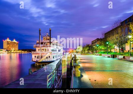 Savannah, Georgia, USA Riverfront Promenade au crépuscule. Banque D'Images