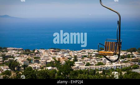 Vue magnifique depuis le sommet du Monte Solaro, Capri, Baie de Naples, Italie Banque D'Images