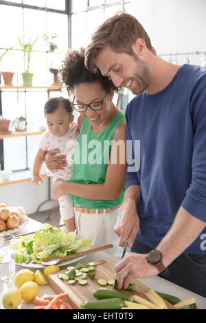 Happy Family preparing meal in domestic kitchen Banque D'Images