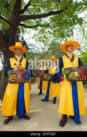 L'Asie, République de Corée, Corée du Sud, Séoul, palais Deoksugung, la relève de la garde cérémonie Banque D'Images
