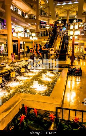 Fontaines à l'intérieur de la galerie, à Baltimore, Maryland. Banque D'Images