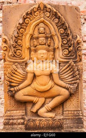 Ayutthaya, Thailand-June 27, 2013: vieux grès sculpté dans Wat Yai Chai Mong Kol Banque D'Images