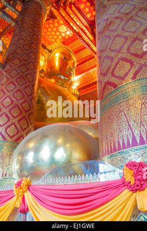 AYUTTHAYA, THAÏLANDE-Juin 27, 2013:l'image de Bouddha, Wat Phanan Choeng à Ayutthaya. Banque D'Images