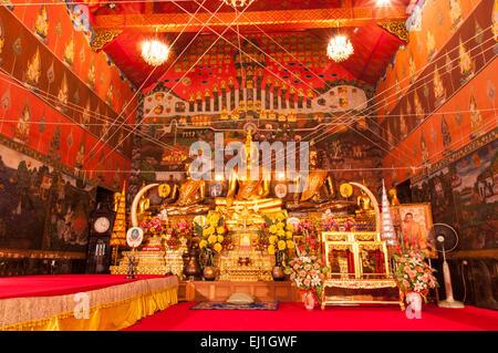 AYUTTHAYA, THAÏLANDE-Juin 27, 2013:l'un des trois principaux image de Bouddha, Wat Phanan Choeng à Ayutthaya. Banque D'Images