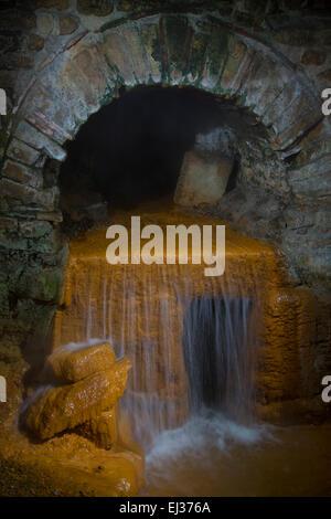 Des sources chaudes souterraines aux bains romains de Bath, Somerset, England, UK Banque D'Images