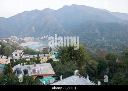 Une vue de Hill Top Swiss Cottage, Tapovan avec une incroyable vista à plus de Rishikesh et le Gange Banque D'Images
