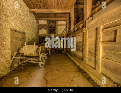 À l'intérieur d'une grange historique et ferme à la Suisse en plein air Ballenberg Banque D'Images