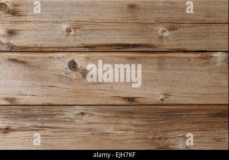 Revêtement de cèdre patiné blanchi soleil mur avec noeuds et du grain du bois Banque D'Images