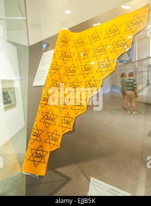 Rouleau de uncut étoiles jaunes indiquant que le porteur était juif pendant le Troisième Reich ère de la Seconde Banque D'Images