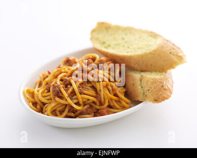 Spaghettis à la bolognaise avec du pain à l'Ail Banque D'Images