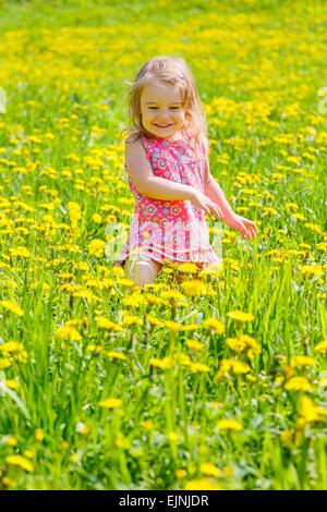 Petite fille dans le parc Banque D'Images