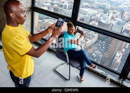 Afrique Afrique du Sud Johannesburg Carlton centre centre haut de l'observatoire de l'Afrique vue de l'homme noir Banque D'Images