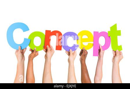 Multi-Ethnic groupe de personnes diverses lettres Holding Concept formulaire Word Banque D'Images