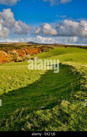 Devil's Leap à vers Rough Tor et Brown Willy Bodmin Moor, Cornwall, UK Banque D'Images