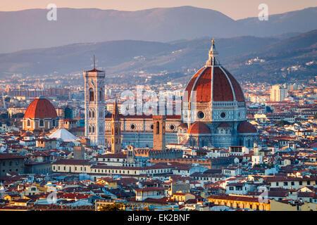 Le Duomo de Florence au coucher du soleil, Toscane, Italie. Banque D'Images