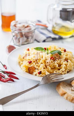 Les pâtes italiennes avec de l'ail l'huile d'olive et de piment Banque D'Images