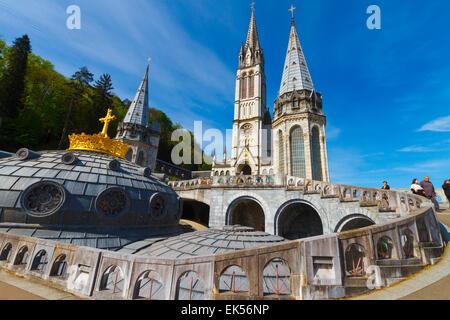 Basilique du Rosaire. La ville de Lourdes. Département des Hautes-Pyrénées, région Midi-Pyrénées, France, Europe.