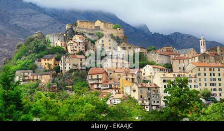 Ville de l'impressionnante montagne corte, corse (France) Banque D'Images
