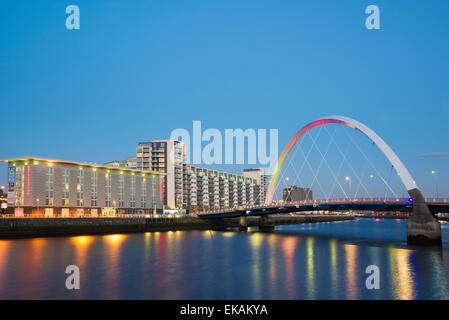 Le Clyde Arc (aux) Pont sur la rivière Clyde dans la nuit